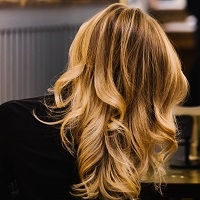 Volumiøst hår